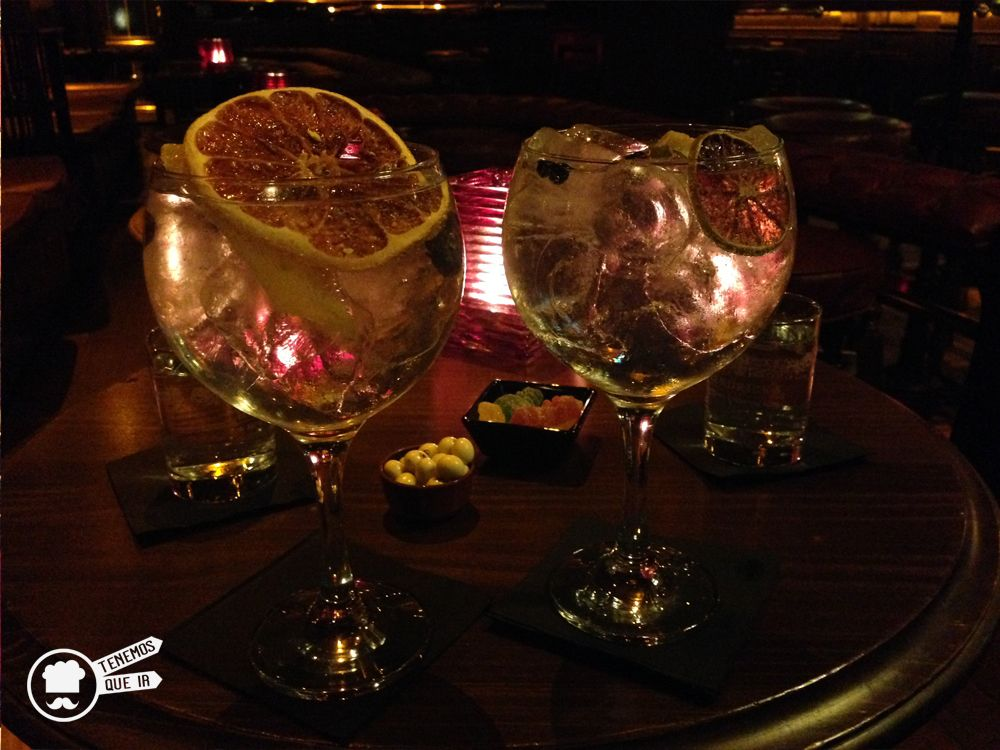 Flower Gin Tonic. Oclock Pub Madrid