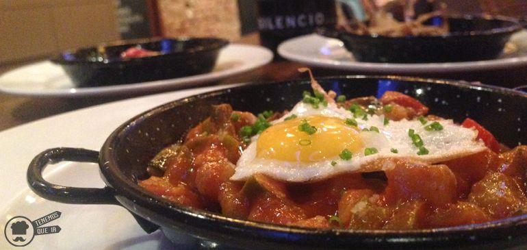A El Mandil Restaurante Madrid Tenemosqueir Pisto con huevo de Codorniz