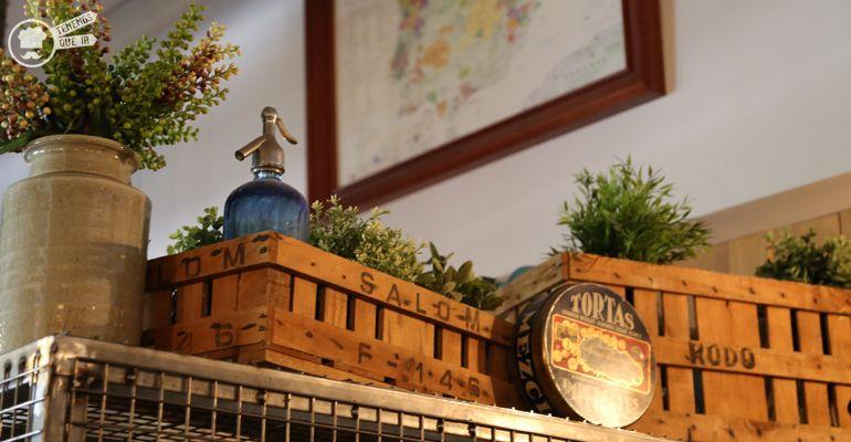 A La Imperial de Raimundo Tenemosqueir Restaurante Madrid Decoracion Cajas