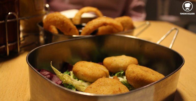 Alta Burguesia Restaurante Hamburguesas Madrid Croquetas de Trufa y Aros de Cebolla
