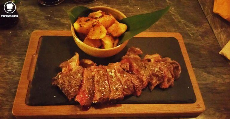 A Restaurante El Escondite de Villanueva Tenemosqueir Madrid Lomo de Buey filetado y Patatas de Mojo