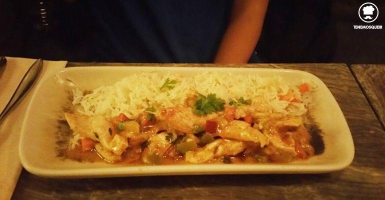 A Restaurante El Escondite de Villanueva Tenemosqueir Madrid Solomillitos de Pollo al Curry Rojo con Arroz Basmati