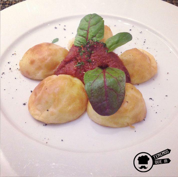 Falsos Gnocchis de Queso Zamorano Asados y con Salsa de Tomate Trufada, Restaurante Poncelet Chesee Bar