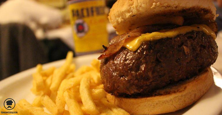 A Restaurante Alfredos Barbacoa Madrid Tenemos que ir Hamburguesa con Queso, Bacon y Salsa Barbacoa