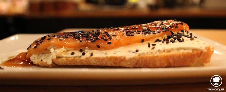 Sashimi de Salmon Restaurante Bar de Pinchos Makkila Madrid Tenemosqueir Mesa