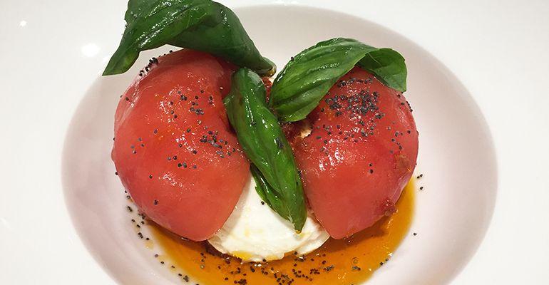 Ensalada de Tomate Carta Restaurante Diferent Madrid Tenemosqueir
